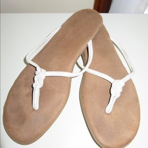 Aerosoles Twisted White and Tan Flip Flop Sandals
